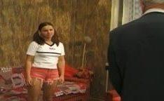 Vovô fodendo sua netinha prostituta
