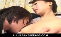 Beijando buceta molhadinha da japonesa