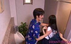 Estudantes do Japão faz boquetes no banheiro