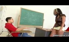 Professora gostosa dando pro aluno depois da aula