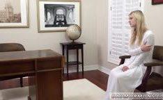 Garota virgem toda nervosa no ginecologista