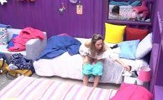 Ana Paula mostra os seios no BBB16