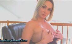 Grávida peituda se masturba na webcam