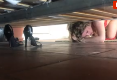 Vídeo putaria madrasta presa de baixo da cama